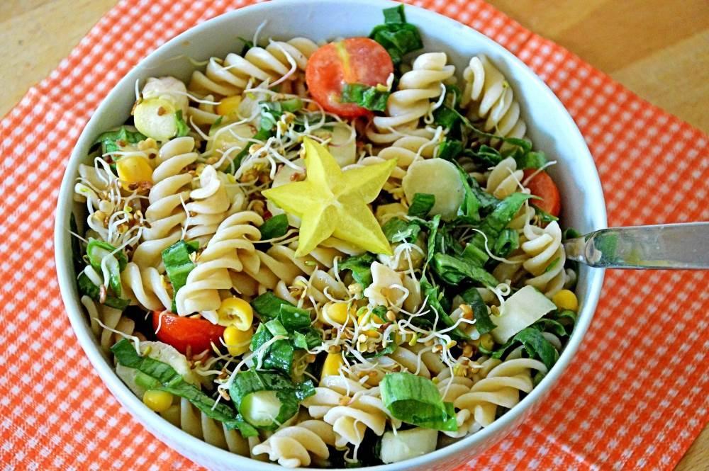 Nudeln mit Spargel und Gemüse