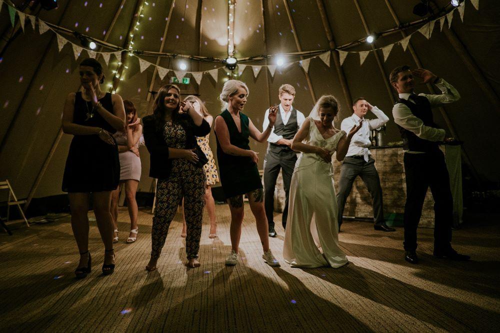 Gruppe beim Tanzen