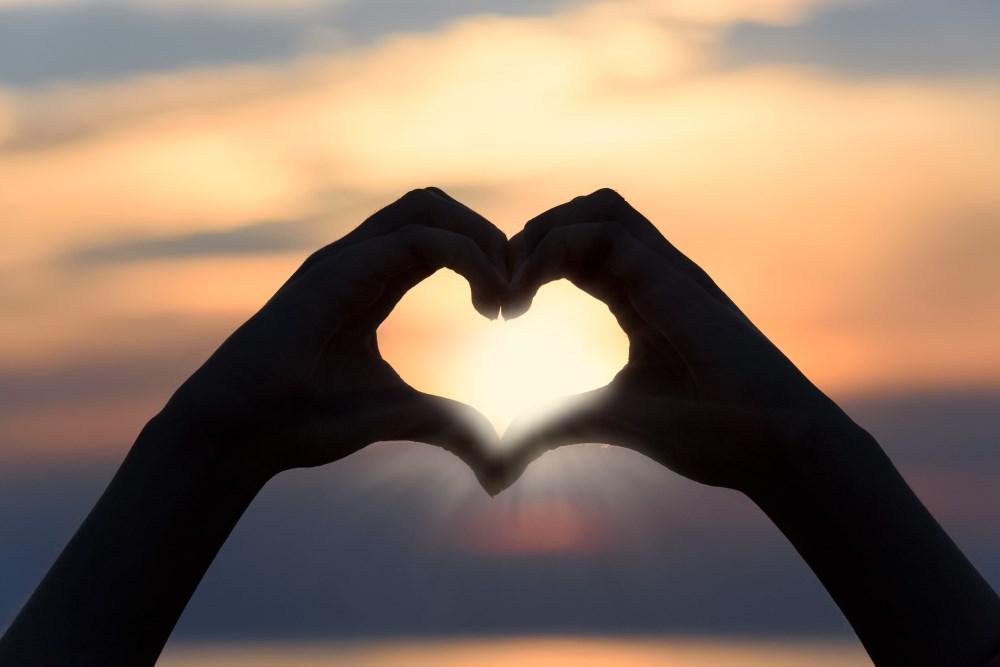 2 Hände zu einem Herz geformt