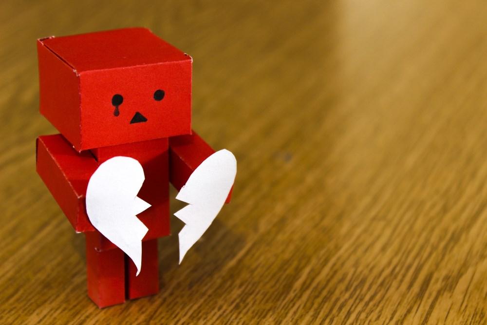 Roboter mit gebrochenem Herz