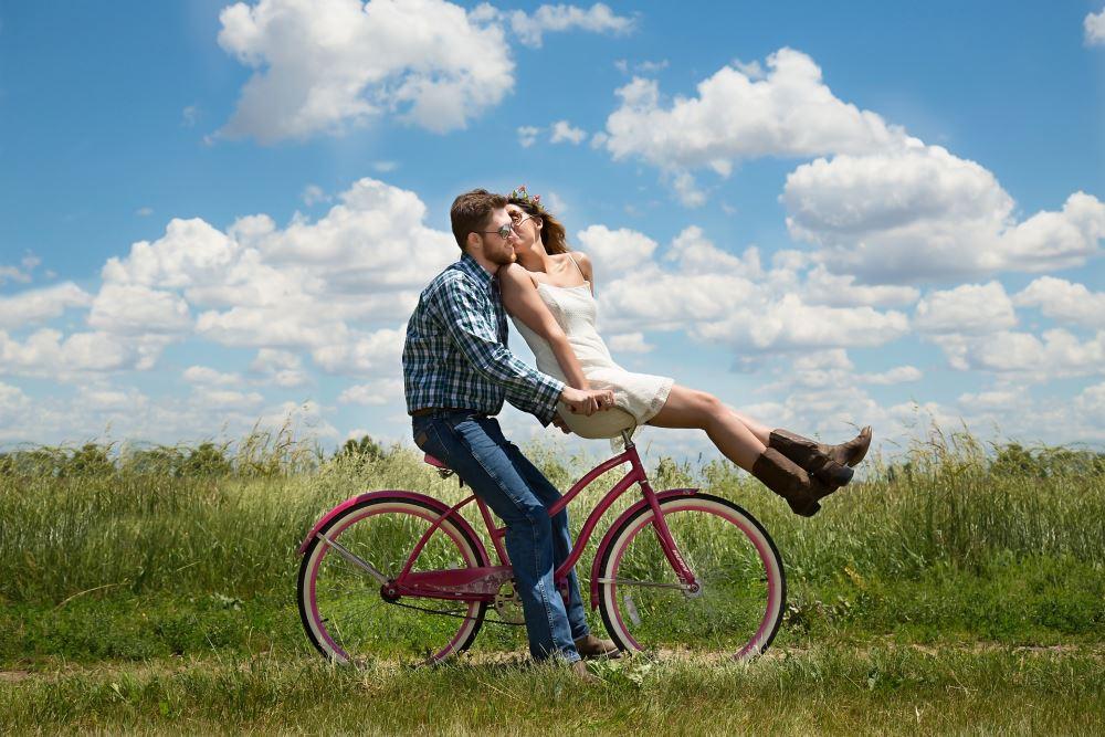 Verliebte auf Fahrrad