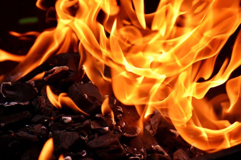 Feuer im Griller